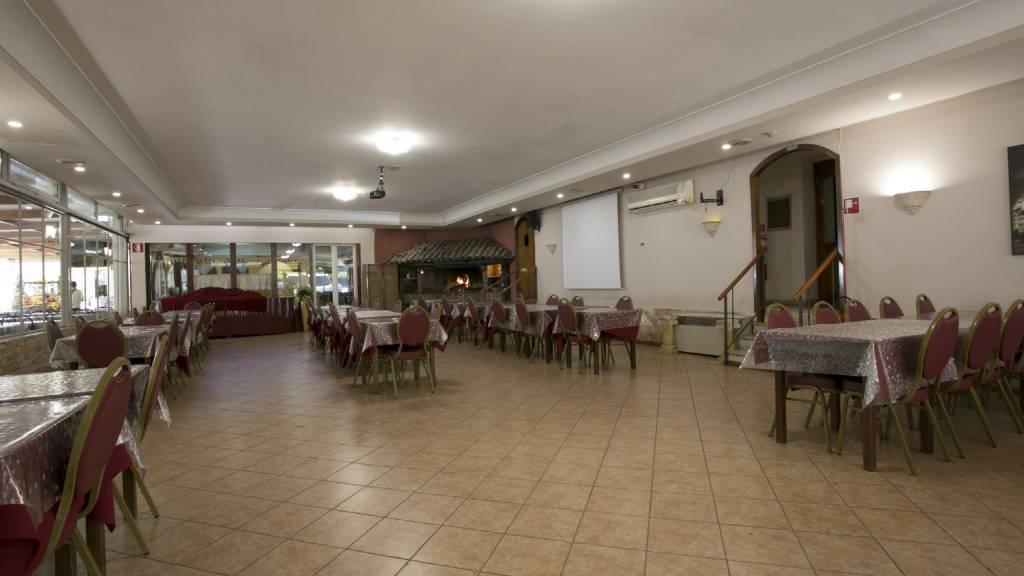 Hotel-Romulus-dining-room-7833-8