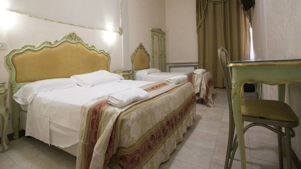 Hotel-Romulus-double-bed-7950-24