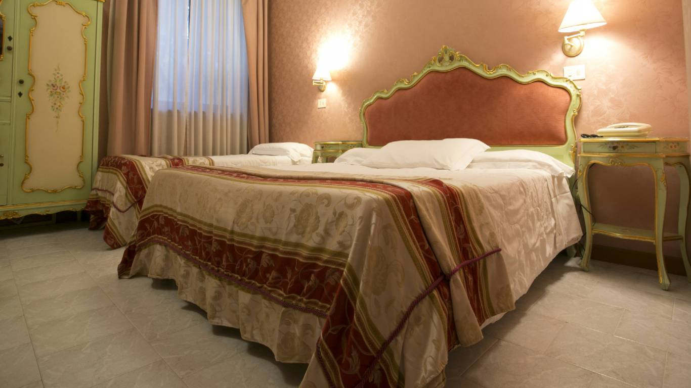Hotel-Romulus-double-bed-7958-27