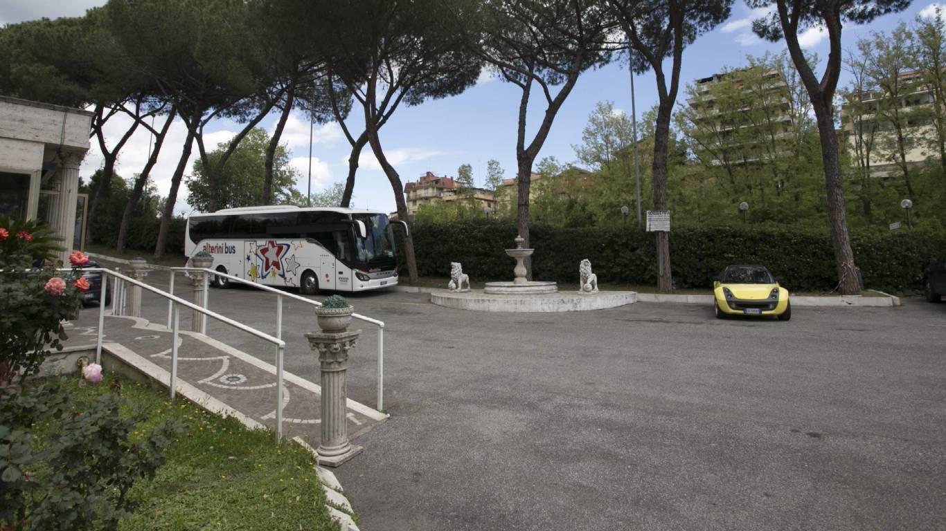Hotel-Romulus-parking-7963-28
