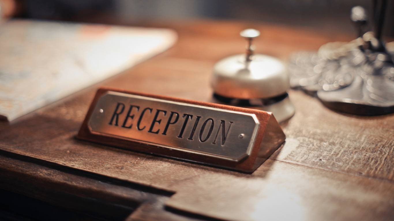 Hotel-Romulus-reception