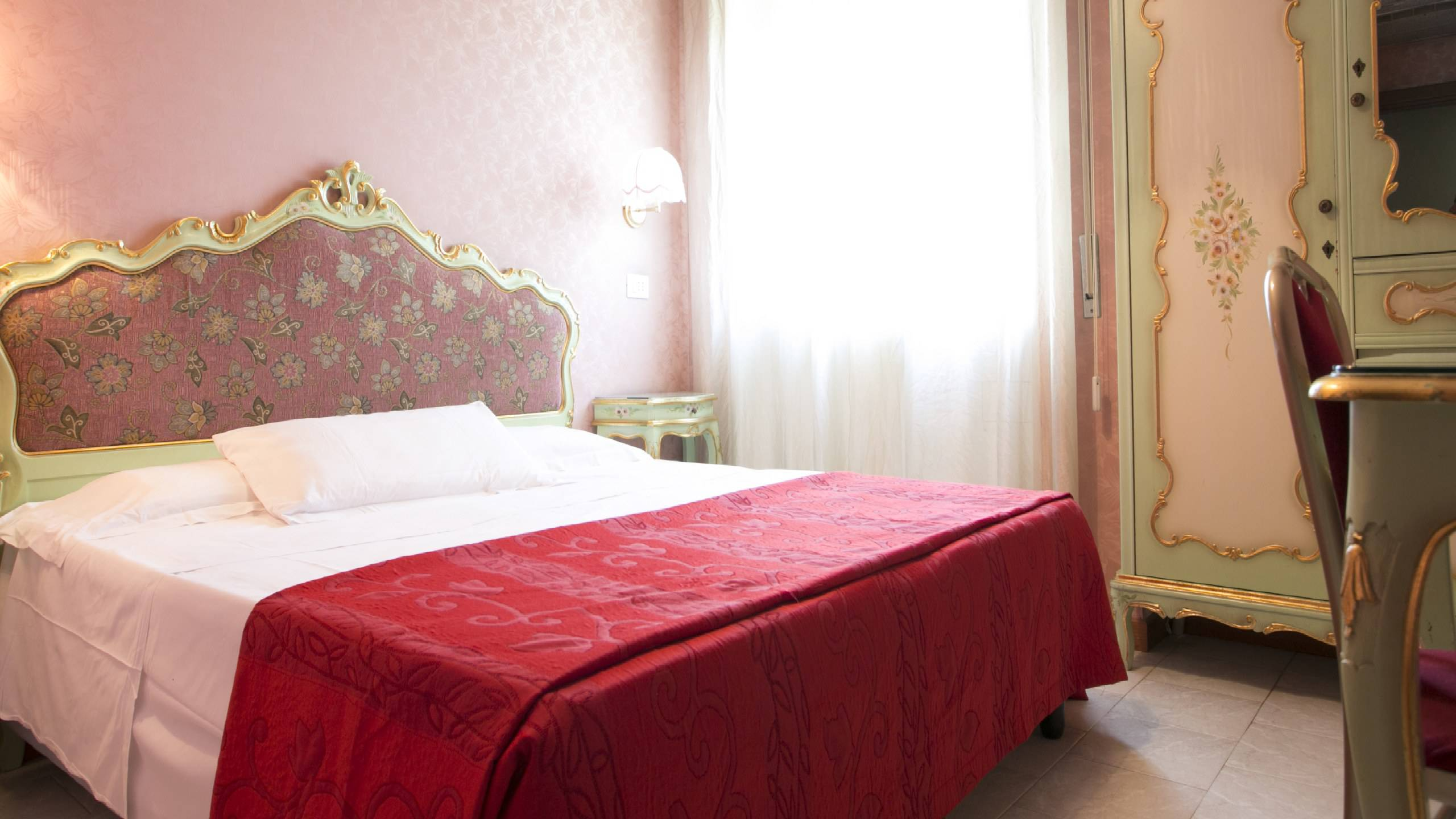 Hotel-Romulus-double-bed-7945-23