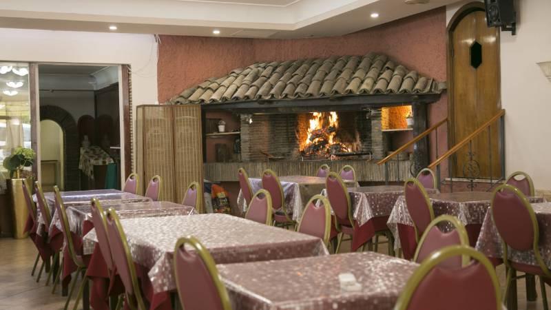 Hotel-Romulus-dining-room-7822-6