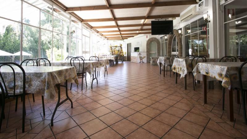 Hotel-Romulus-dining-room-7847-10