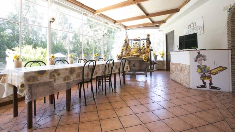 Hotel-Romulus-dining-room-7848-11